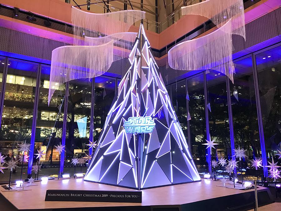 丸ビル RISE CRYSTAL ~銀河へ向かって伸び行く、幻想的なクリスマスオブジェ~